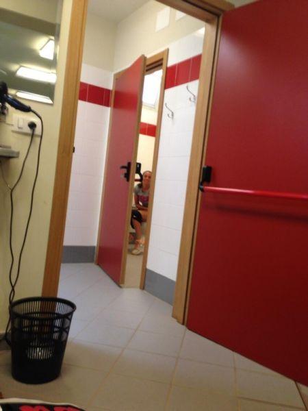 文奇如厕清晰可见(图片来自推特)