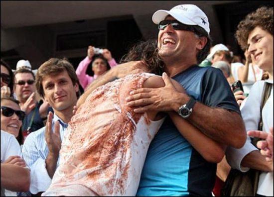纳达尔与叔叔拥抱