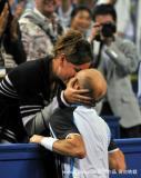 赛后与娇妻激情亲吻