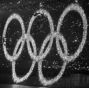 """开幕式中升起的""""奥运五环""""就是发光二极管的杰作。IC供图"""