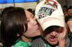 乔尔深夜抵京 罗宁张路亲迎女球迷献热吻