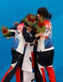 韩国女将互相拥抱