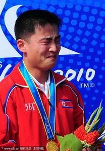 朝鲜冠军泪流满面似郑大世:希望朝射击成世界第1