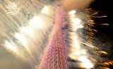 广州塔上焰火表演