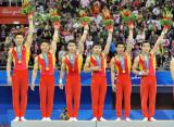 中国队选手向观众致意