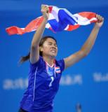 泰国队队员挥舞国旗