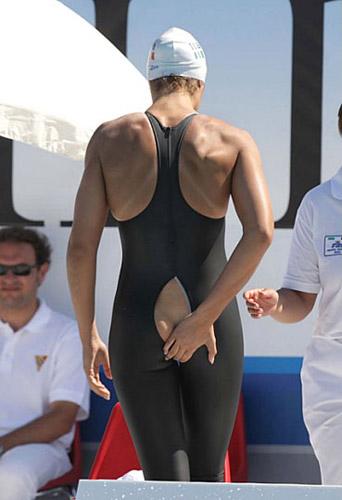 組圖:龐佳穎泳衣突然開裂中國金花當衆尷尬(2) - 時尚- 全球新聞- 北美新浪